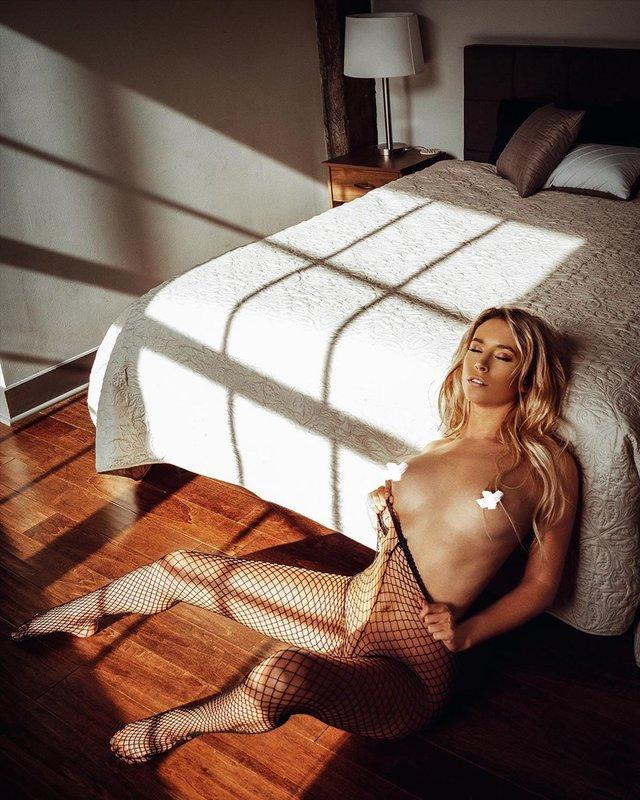 Дівчина тижня: розкута НЮ-модель Саманта Матіас, яка демонструє тіло у всій красі (18+) - фото 404553