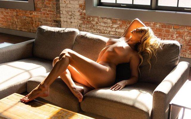 Дівчина тижня: розкута НЮ-модель Саманта Матіас, яка демонструє тіло у всій красі (18+) - фото 404556