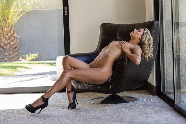 Дівчина тижня: розкута НЮ-модель Саманта Матіас, яка демонструє тіло у всій красі (18+) - фото 404557