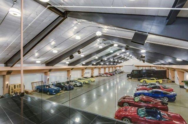 У США продається вілла з гаражем на 100 авто - фото 404764