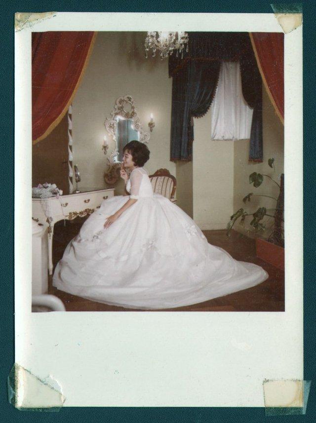 Онук знайшов архівні фото бабусі і дізнався правду, яку вона приховувала усе життя - фото 405038