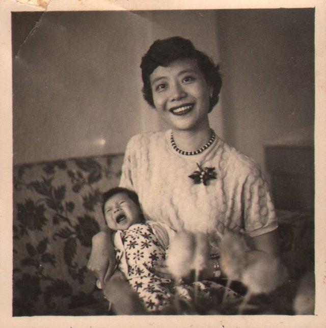 Онук знайшов архівні фото бабусі і дізнався правду, яку вона приховувала усе життя - фото 405041