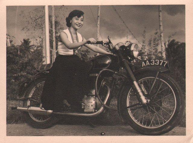 Онук знайшов архівні фото бабусі і дізнався правду, яку вона приховувала усе життя - фото 405044