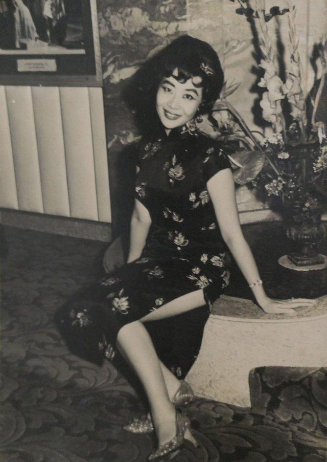 Онук знайшов архівні фото бабусі і дізнався правду, яку вона приховувала усе життя - фото 405045