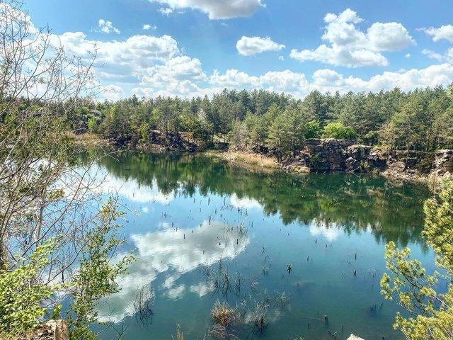 Коростишівський кар'єр на Житомирщині: ідеальне місце для відпочинку на вихідних - фото 405189
