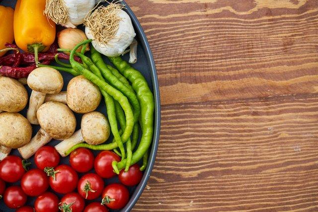 Чи впливає на смак помідорів місце зберігання - фото 405291