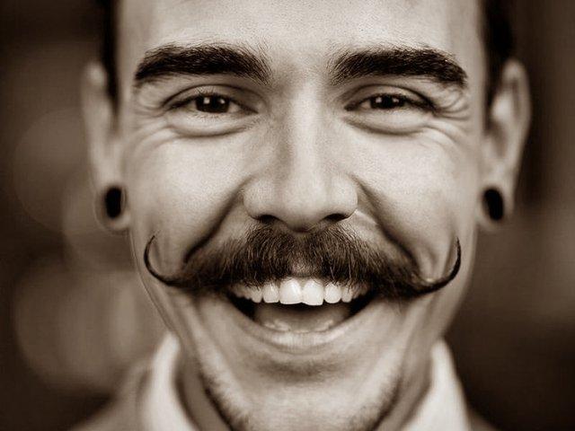 Післякарантинна мода: найстильніші види чоловічих вусів - фото 405359