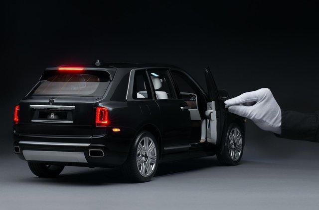 Іграшка для дорослих: як виглядає Rolls-Royce Cullinan, який вручну збирають 450 годин - фото 405378