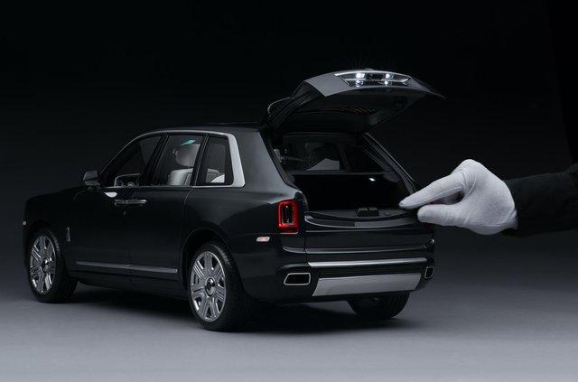 Іграшка для дорослих: як виглядає Rolls-Royce Cullinan, який вручну збирають 450 годин - фото 405380
