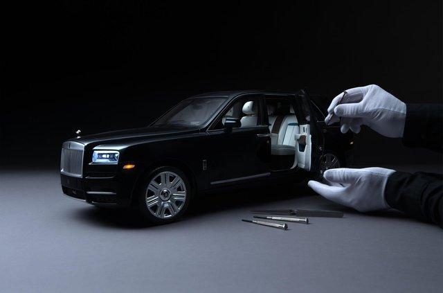 Іграшка для дорослих: як виглядає Rolls-Royce Cullinan, який вручну збирають 450 годин - фото 405381
