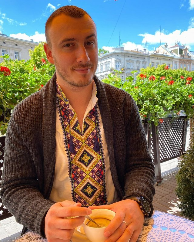 Загадкова Каменських та яскравий DZIDZIO: фото українських зірок у вишиванках - фото 405427