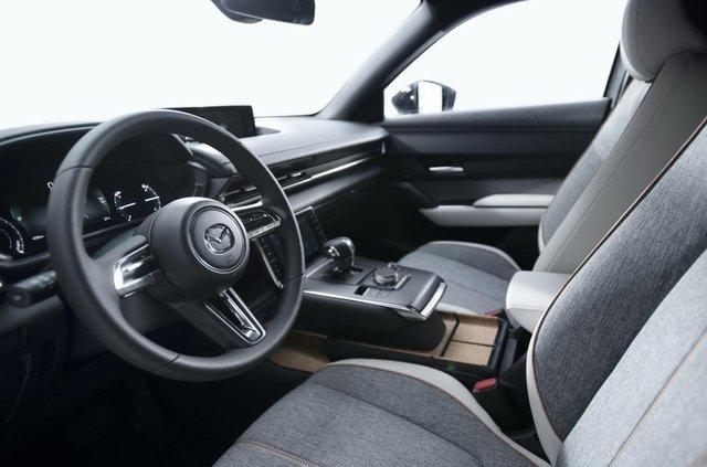 Відома ціна першого електрокара Mazda: вона солодша, ніж у конкурентів - фото 405695