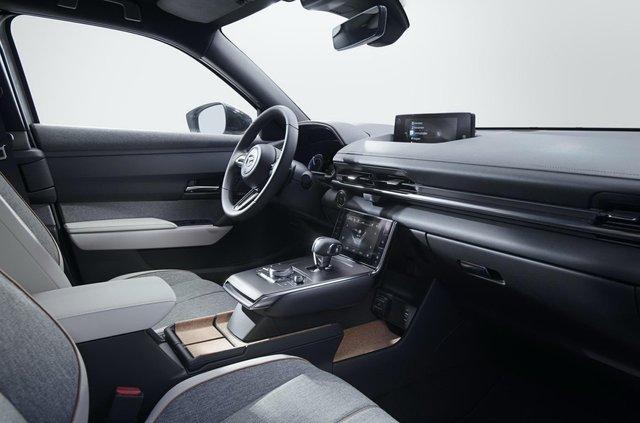 Відома ціна першого електрокара Mazda: вона солодша, ніж у конкурентів - фото 405696