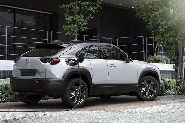 Відома ціна першого електрокара Mazda: вона солодша, ніж у конкурентів - фото 405697