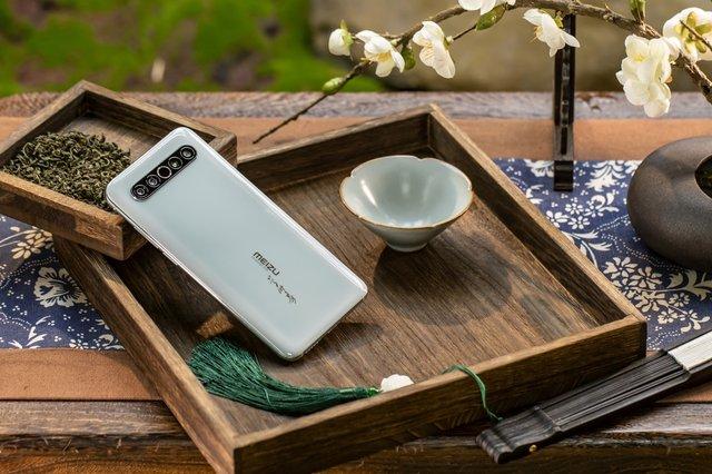 Дорожчий за iPhone 11 Pro Max: представлений колекційний Meizu 17 Pro - фото 405732