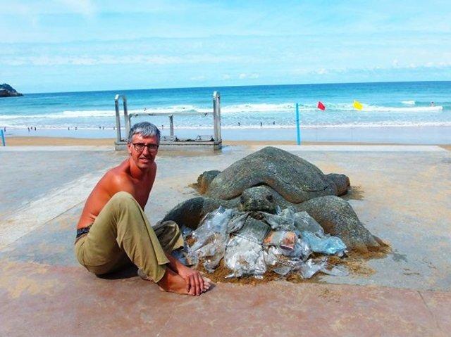 Цей чоловік створює з піску неймовірні реалістичні скульптури - фото 406163