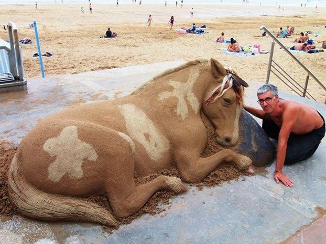 Цей чоловік створює з піску неймовірні реалістичні скульптури - фото 406164