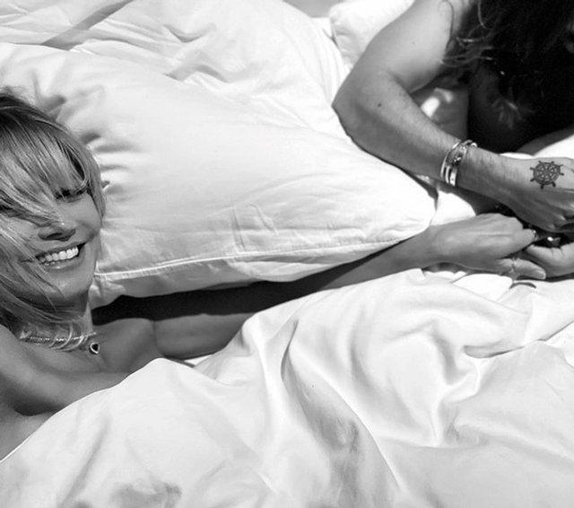 Чоловік зробив манікюр оголеній Хайді Клум просто у ліжку - фото 406184