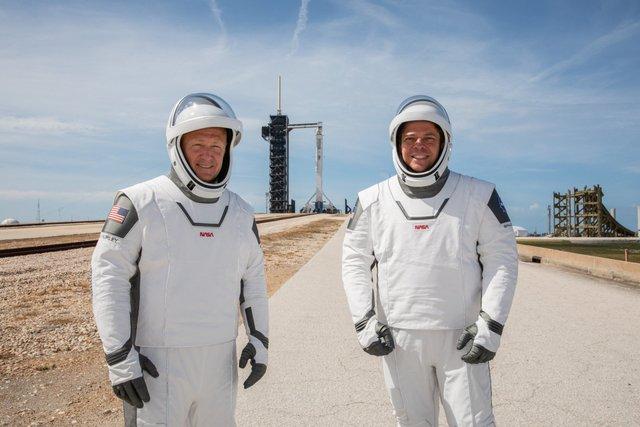 SpaceX доставляє астронавтів на МКС з другої спроби: онлайн трансляція - фото 406681