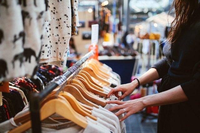 Люди відповідальніше ставляться до одягу - фото 406928