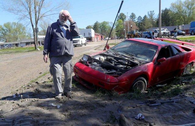 У США накрило водою і змило автомобільний музей: наслідки прориву двох дамб у фото - фото 407040