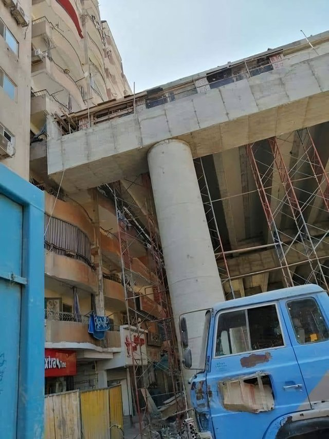 В Єгипті будують шосе впритул до житлових будинків: шокуючі фото - фото 407291