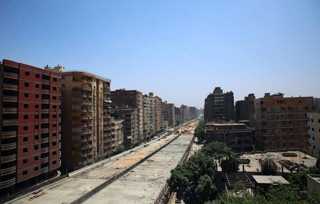 В Єгипті будують шосе впритул до житлових будинків: шокуючі фото - фото 407293