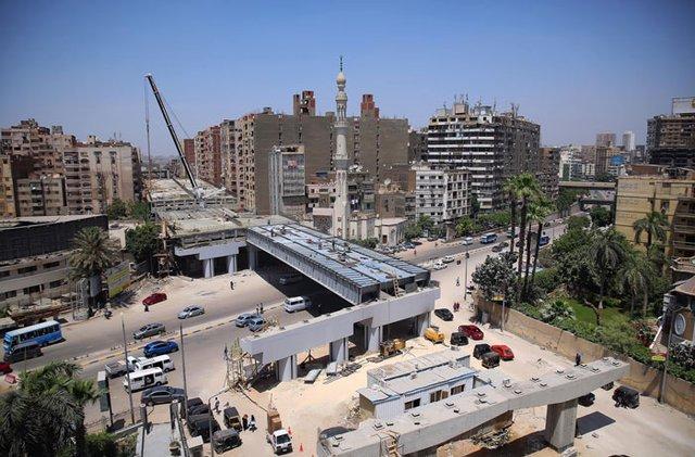 В Єгипті будують шосе впритул до житлових будинків: шокуючі фото - фото 407294