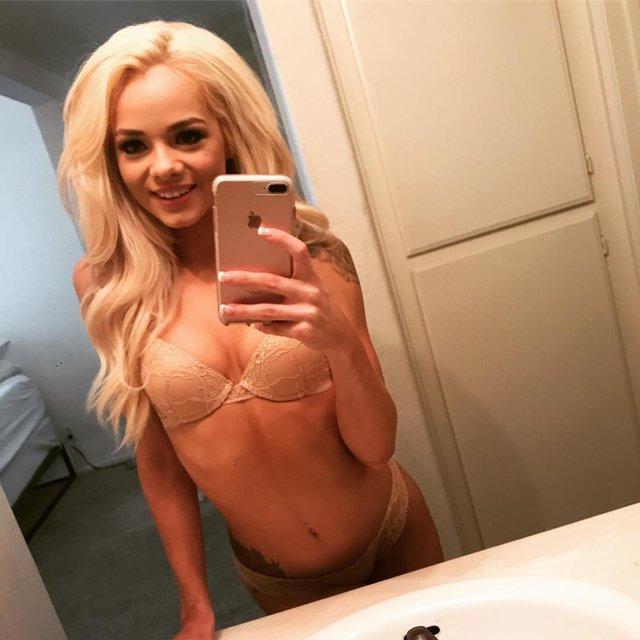 Дівчина тижня: гаряча стриптизерка та порноактриса Ельза Джин, яка зводить з розуму (18+) - фото 407318