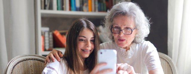 Люди поважного віку не ставляться скептично до постів у мережі - фото 407359