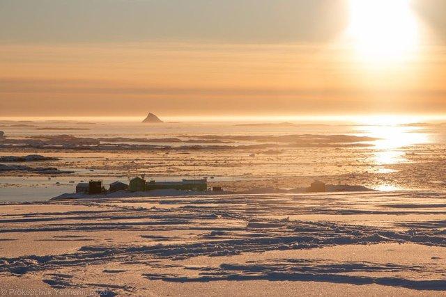 Українським науковцям вдалося сфотографувати кришталеву піраміду Антарктиди - фото 407573