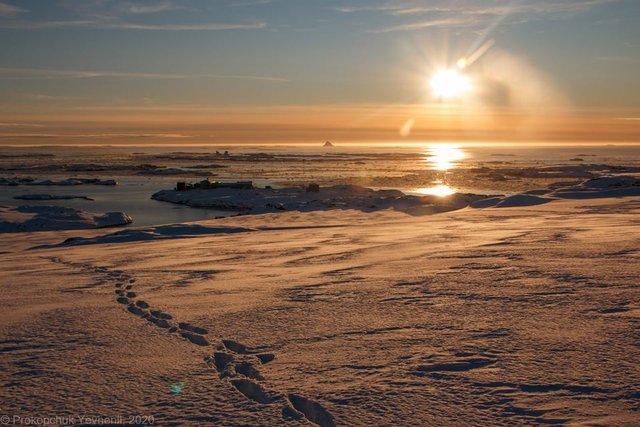 Українським науковцям вдалося сфотографувати кришталеву піраміду Антарктиди - фото 407575