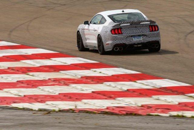 Ford підтвердив відродження легендарного Mustang Mach 1 - фото 407742
