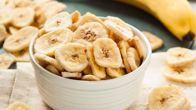 Бананові чіпси можуть бути шалено калорійними - фото 407896