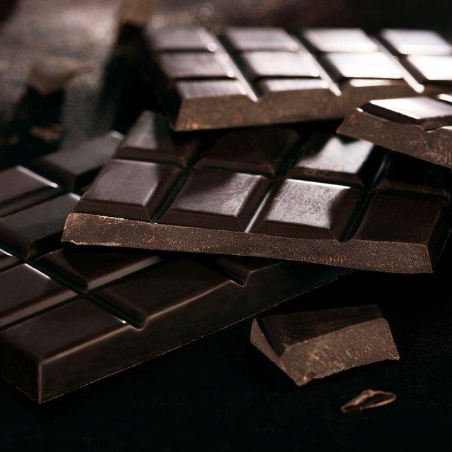 Чорний шоколад перед сном їсти не бажано - фото 408138