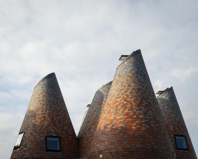 В Англії архітектори створили дім у вигляді хмелесушарки: ефектні фото - фото 408856