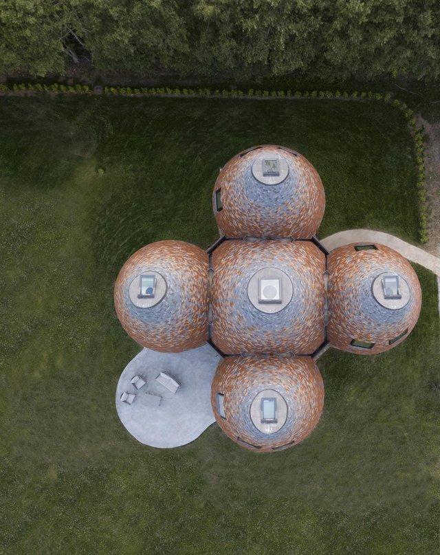 В Англії архітектори створили дім у вигляді хмелесушарки: ефектні фото - фото 408867