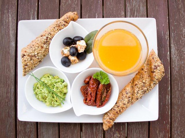 Що їсти на сніданок, щоб позбутись зайвої ваги - фото 408936