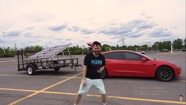 Блогер показав на відео, як зарядити Tesla під час руху - фото 408955