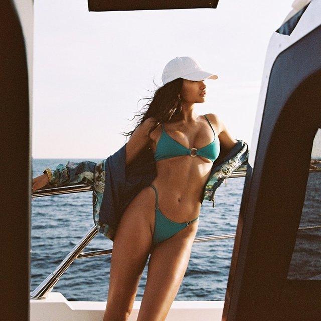 Модель Victoria's Secret показала свою сексуальну фігуру - фото 409000