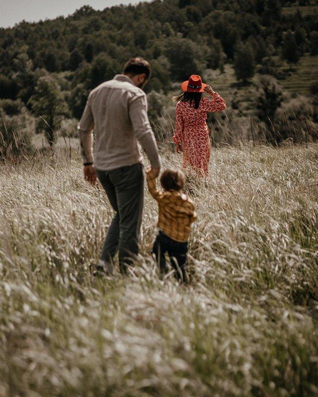Вагітна Джамала підкорила мережу серією теплих фото з сім'єю - фото 409069