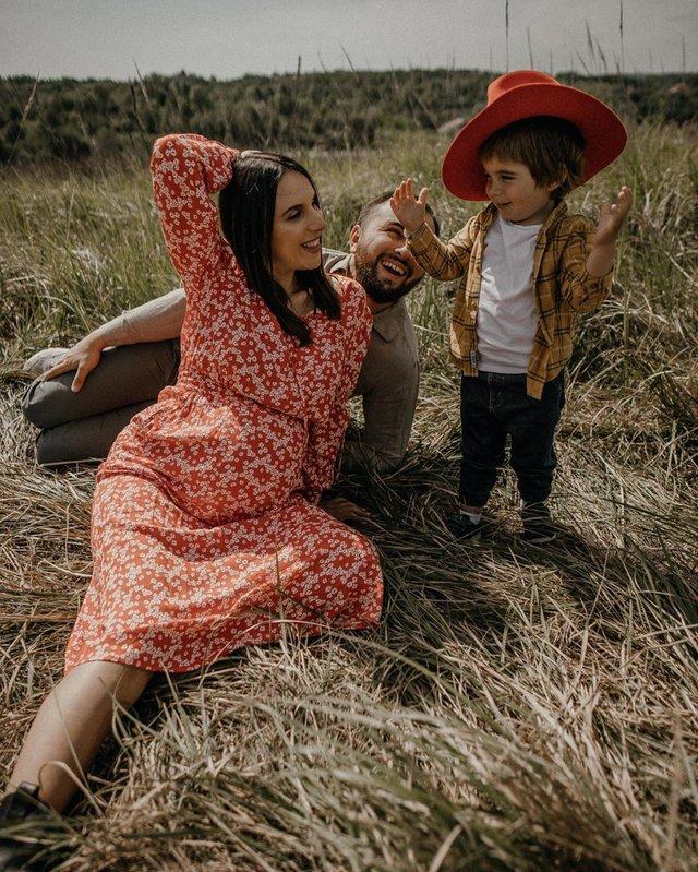 Вагітна Джамала підкорила мережу серією теплих фото з сім'єю - фото 409071