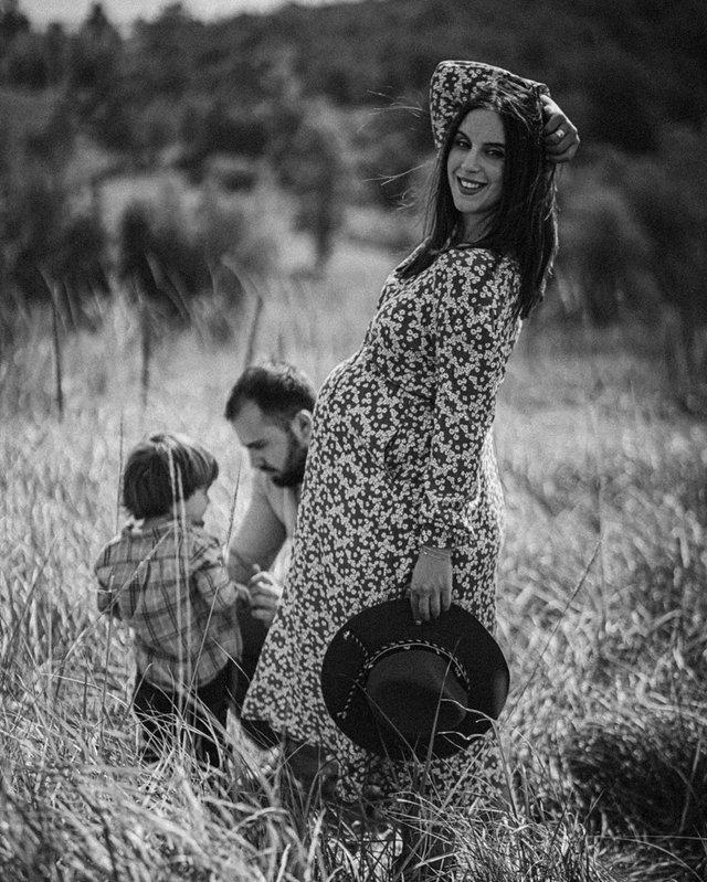 Вагітна Джамала підкорила мережу серією теплих фото з сім'єю - фото 409072