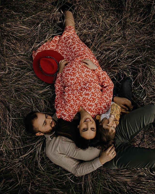 Вагітна Джамала підкорила мережу серією теплих фото з сім'єю - фото 409073
