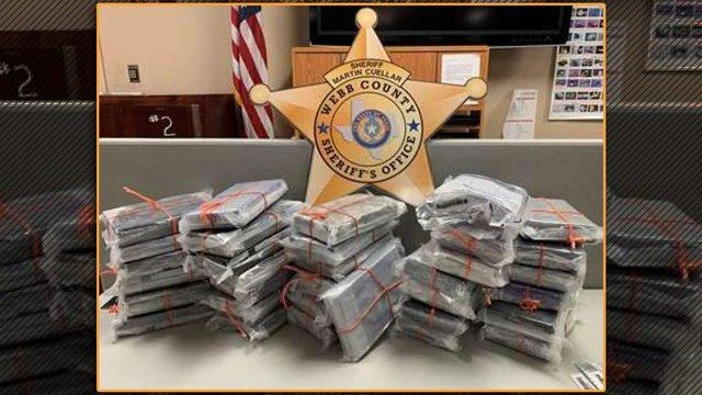 Загалом в авто виявили понад 30 кілограмів кокаїну - фото 409090