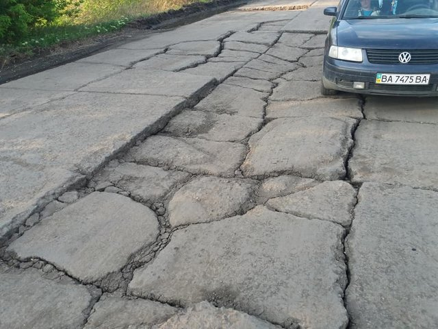 30 км потрібно долати 1,5 години: у мережі з'явилися кадри найгіршої в Україні дороги - фото 409224