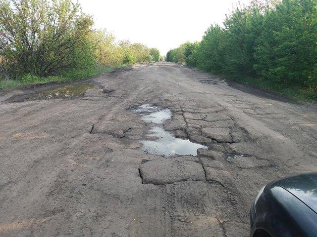 30 км потрібно долати 1,5 години: у мережі з'явилися кадри найгіршої в Україні дороги - фото 409226