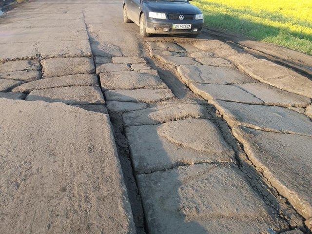 30 км потрібно долати 1,5 години: у мережі з'явилися кадри найгіршої в Україні дороги - фото 409227