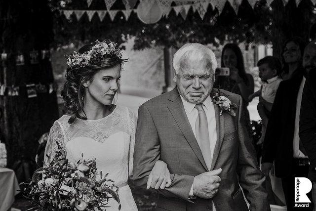Від сліз до реготу: добірка весільних фото, які не залишать вас байдужими - фото 409267