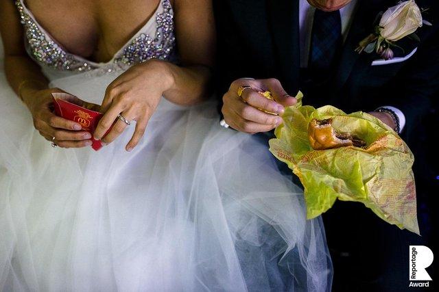 Від сліз до реготу: добірка весільних фото, які не залишать вас байдужими - фото 409281